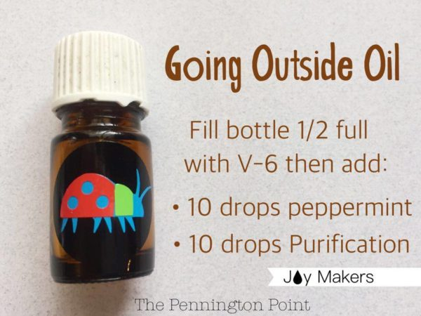 A great oil blend for the summer! And click through to see how to make these cute oil bottle labels yourself!